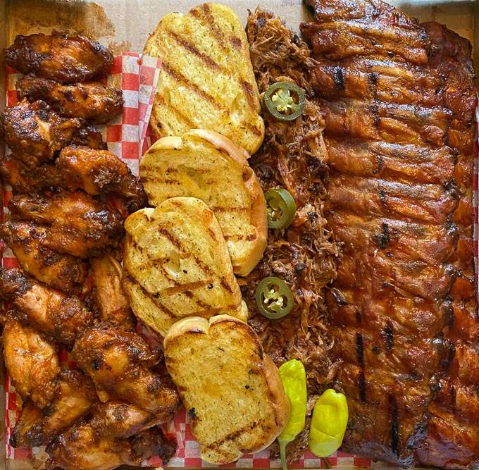 Big Pappa Full Rack Ribs Pulled Pork & Bread - Bbq Bandits